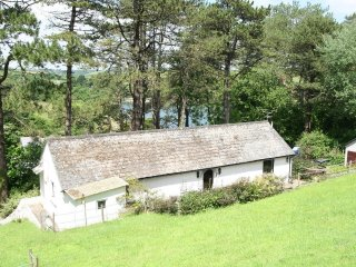 ST ANTHONY VIEW, comfortable, single-story holiday home with river views in the