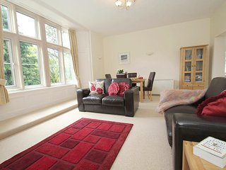 THE TREGENNA SUITE, lovely first floor apartment in manor house, onsite