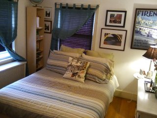 Guest Nest-Guest Room, Private Bath, WiFi, Snacks, Metro & Parking
