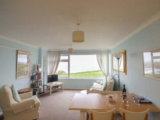 SPINDRIFT APARTMENT 3, all first floor, beach views, near Newquay, Ref 954696