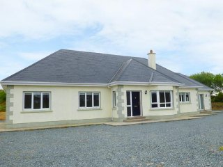 2 KILTRA, detached, five bedrooms, isolated, WiFi, pet-friendly, nr