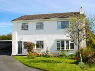 ANGLESEY WHITE HAVEN, coastal views, stylish and spacious, Llandegfan, Ref