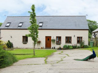 Y BEUDY, barn conversion, cosy, pet-friendly, en-suites, Crymych, ref: 949972