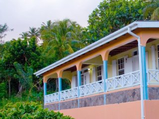 Breezes Cottage - Fully Equipped, Cozy & Pristine