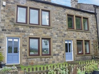 HAWORTH FARMHOUSE, spacious accommodation, open fires, en-suite bedrooms