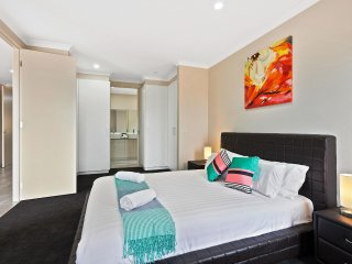 VILLA STRAWFLOWER - MELBOURNE 5Bdrm, Brand New & Modern, 30 min to CBD