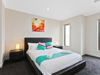 VILLA LEMONWOOD 94 - MELBOURNE 5Bdrm, Great for groups, 30 min to CBD