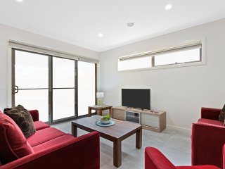 VILLA LEMONWOOD 72 - MELBOURNE 5Bdrm Modern & Spacious, Great for groups