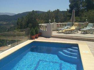 Villa en Oliva La Font en la cima con vistas impresionantes montaña mar  piscina