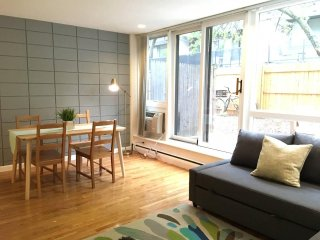 PRIVATE PATIO, FREE Parking, Steps to Harvard Sq!