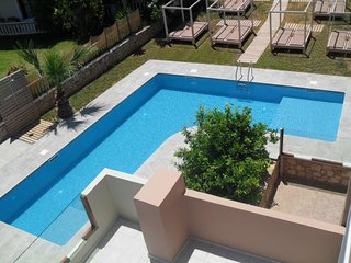 Manos Apts, entire 1st floor, with pool, upto 11 persons