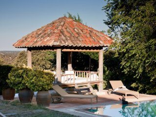 LUXURY PRIVATE VILLA WITH SWIMMING POOL MADRID