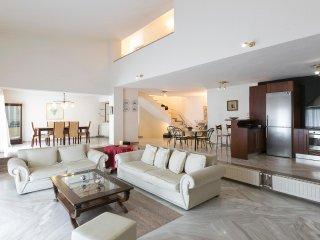 Elegant Lux Villa in Elani