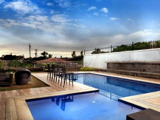 Vista White Pebbles-Perfect Pool Villa Amidst Nature, Lonavala