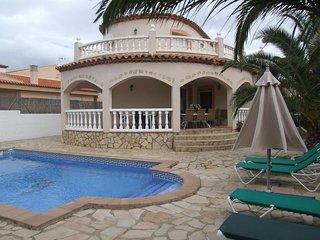 Villa Manuela con 5 dormitorios, 3 banos y piscina privada en sitio residencial