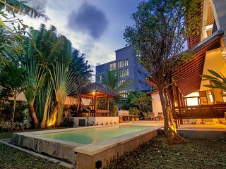 SEMINYAK, 7 BDRM, WALK TO BEACH, AMAZING VALUE