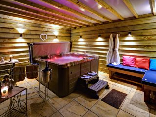 Gold-Award-Winning Dog-Friendly Holiday Cottage with Hot Tub