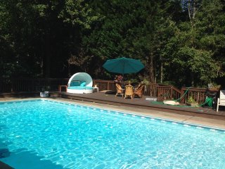 Tranquility and Convenience - Private Pool!
