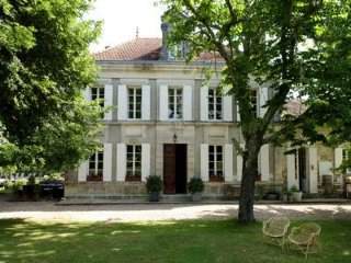 Maison du Maitre, childfriendly, sleeps 10, groups up to 35p on same spot!