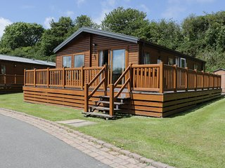 LODGE 403, open plan living area, WIFI, large bedrooms, in Brynteg, Ref. 960592