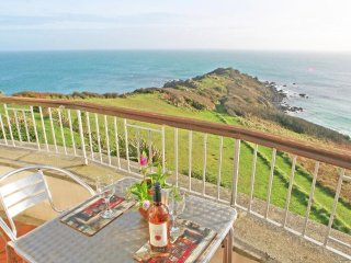 HEADLAND APARTMENT 7 sea views, large balcony, close to Coverack, Ref xxxx