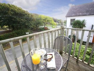 TATER-DU first floor apartment, close to Porthcurno beach in Porthcurno, Ref