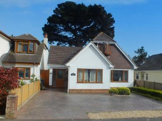 BOURNECOAST: BEAUTIFUL FAMILY HOME - HB6067
