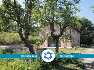 Private, elegant zen cottage, 10 min. from Siena