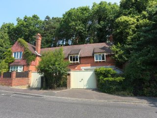 LAST MINUTE OFFERS Unique 4 Bedroom Coach House Branksome Hill Road HB6091