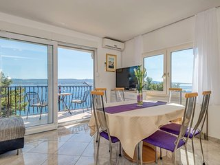 Top floor apartment newly decorated with magnificent sea view - fully equipped