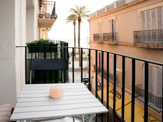 Estudio c/balcon en el centro Sitges/50 mts. de la playa
