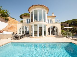 Villa Gaudi - amazing villa with sea views & pool