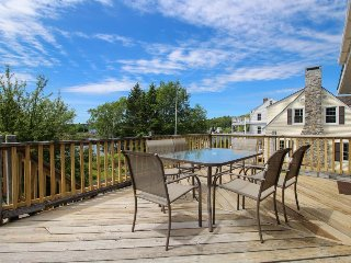 Charming waterfront cottage on Mill Cove w/ a large deck & gas grill - near town