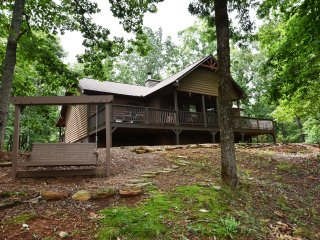 Mountain View Cabin, 2 BR, 2 BA, WIFI, Hot tub and privacy!!