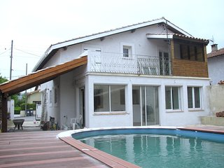 Bright and modern house w/ pool