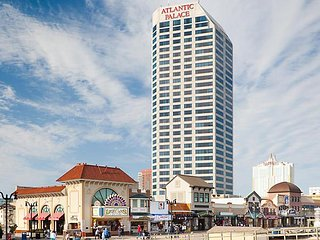 Enjoy a 7-day stay at Bluegreen at Atlantic Palace, New Jersey on the Boardwalk.