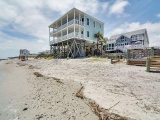 Fun 'N' Folly- Oceanfront Large 5 BR 4.5 Bath Home Direct Beach Access