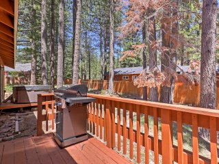 Scenic S Lake Tahoe Home w/Hot Tub - Near Trails!