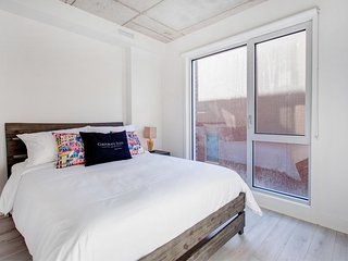 State of the Art ~2BR Le Shaughn Business  Montreal!