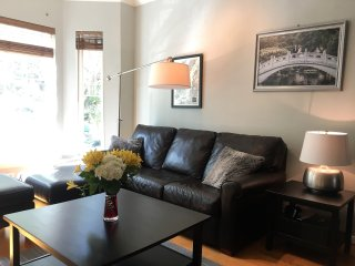 Bright Modern Townhome Walkable Uptown
