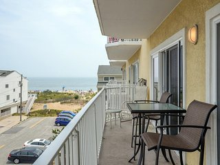 Island Cabana 303 - Ocean View Mid-Town Condo!
