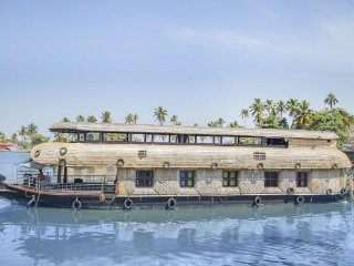 Homely houseboat stay, close to Alappuzha beach