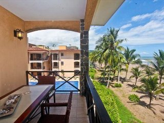 Beautiful 2 bed, 2 bath with unobstructed ocean views!