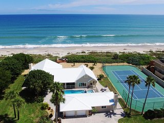 GOLDEN SANDSR EMERALD -Luxury Beachfront -Tennis Court, Pool, Spa, Private Beach