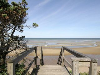 3BR Quintessential Cape Cod – Patios & Fenced Yard – 50 Yards to Beach