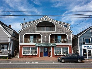 Suites by the Sea, Captain's Quarters, Beach View, Sleeps 10, Near Camden