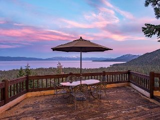 Luxury 4BR All-Suite Retreat w/ Sauna - Stunning Lake & Mountain Views