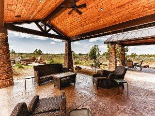 4BR w/ Brasada Ranch Resort Amenities - Outdoor Kitchen & Mountain Views