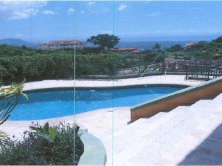 Hillview Cozy, your serene retreat with stunning views & relaxing pool