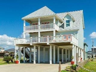 Beautiful 4BR Beachfront Gem w/ Private Balcony & Gulf View, 1 Block to Shore